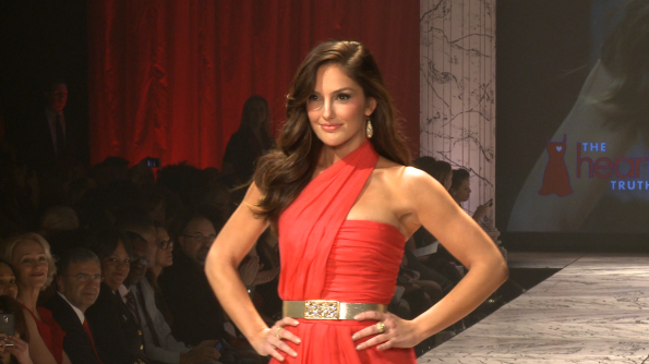 Minka Kelly heats up the runway